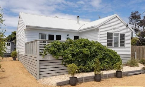 Seaward Cottage - Perfect country/beach retreat