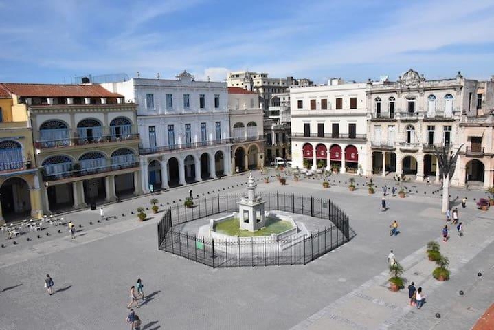 Old Square Plaza Vieja