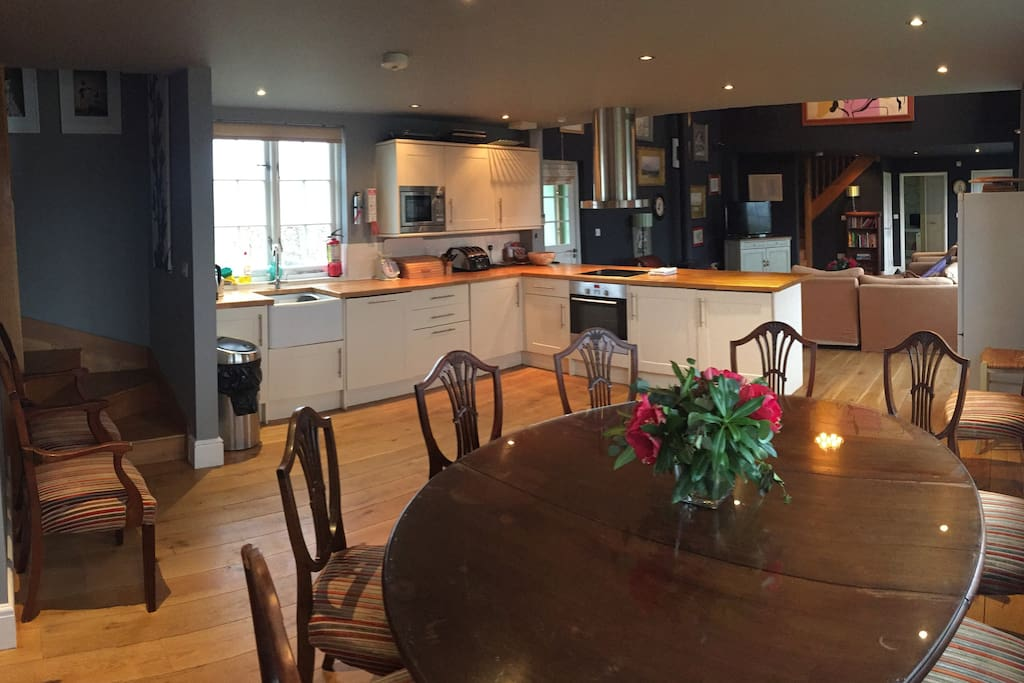 Large open plan dining room & kitchen