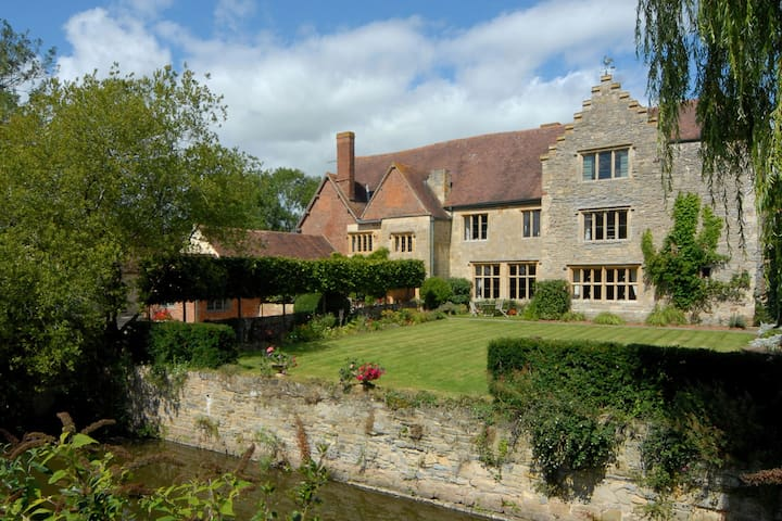 Moated Manor House with Pool - Apperley
