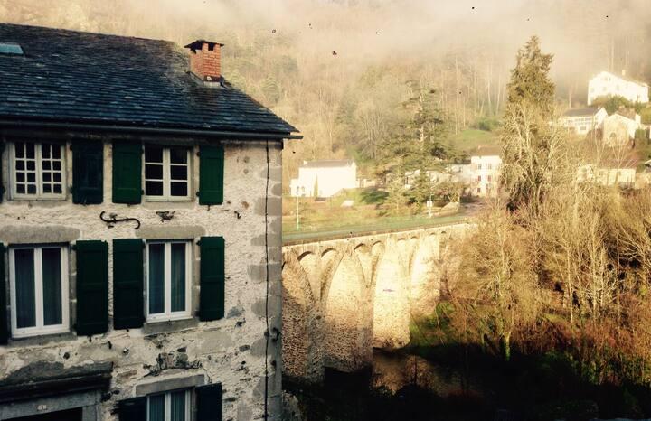 La Maison sur la Rivière - La Grande Chambre