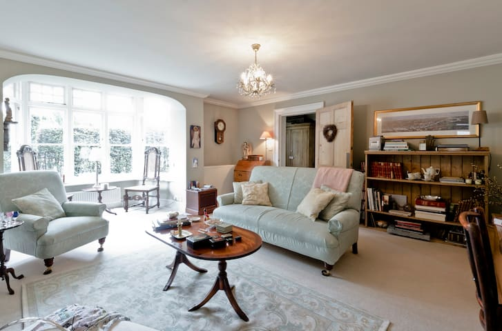 3 bedrooms in a 17C listed house - Great Bookham