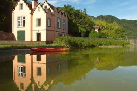 Casa dos Barcos - Povoação