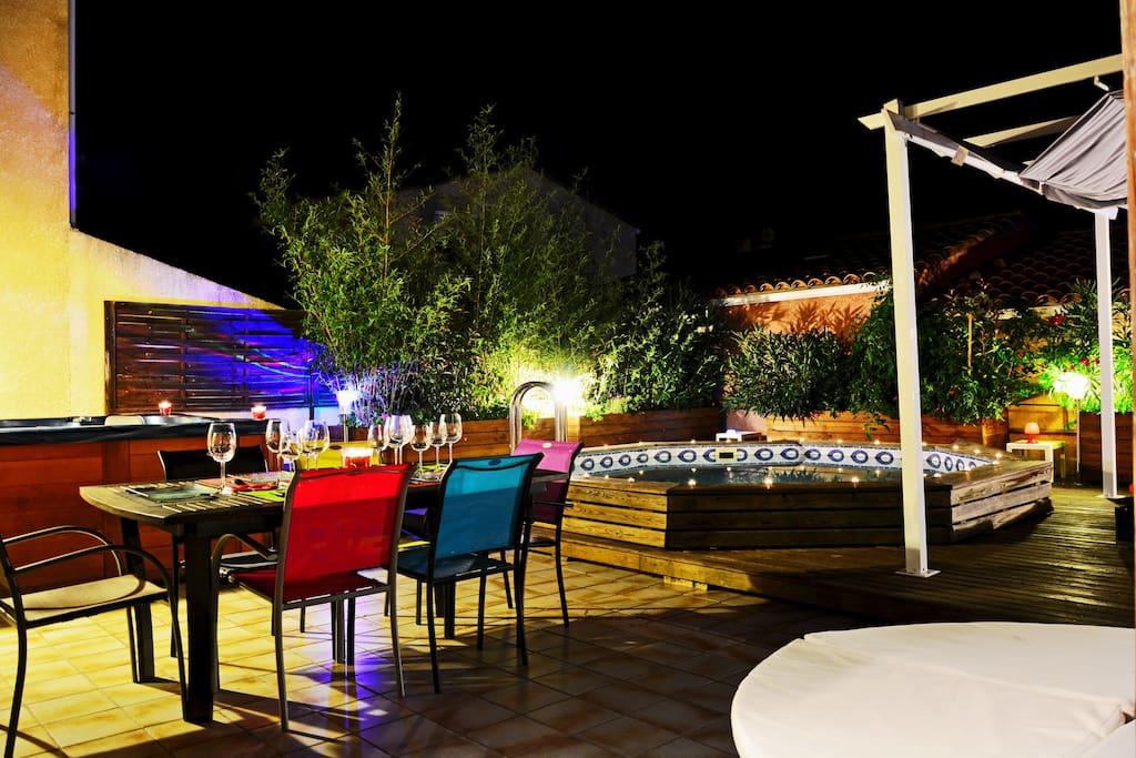 Naturisme villa jacuzzi piscine terrasse jardin c1 for Cap d agde jardin