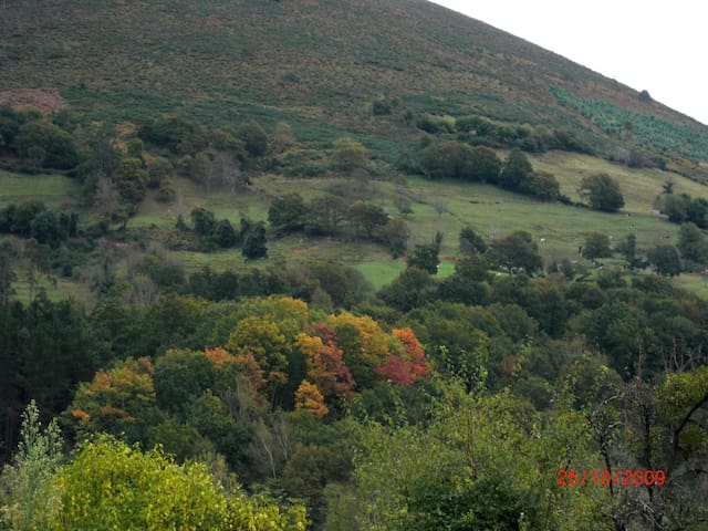 vista de la ladera sur del Sueve desde la casa