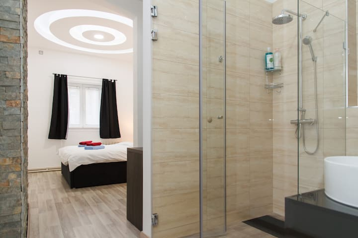 LUXURY DOUBLE ROOM with GLASS BATH