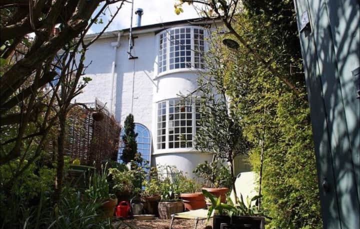 Awesome Cottage in Centre of Brighton City
