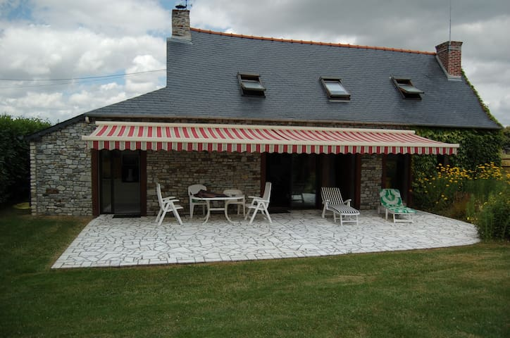 Adorable cottage en pleine nature - Moulins - Huis