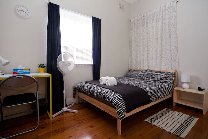 Rest & Relax - 20mins to Sydney City Centre - Canterbury