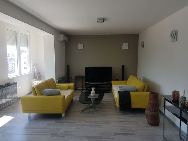 70m2 fancy apartment, 2 min walk to Central Square
