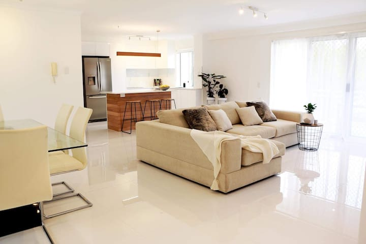 Modern Surfers Paradise 2 bedroom, 2 bath - Surfers Paradise - Appartement