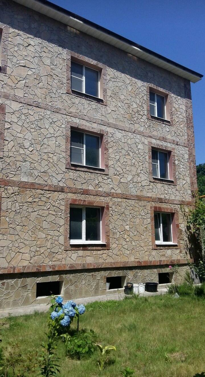 Сдам на летний сезон дом (16 квартир)