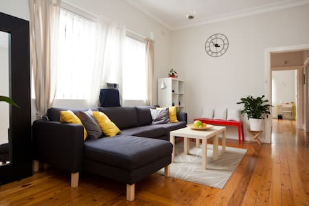 Large Bright Room - 20mins to Sydney City Centre - Canterbury - Rumah