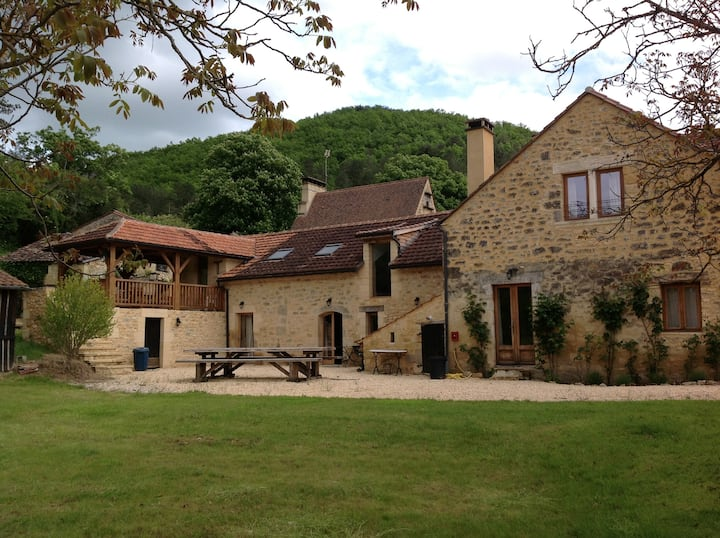 'La Maison' Esparoutis Large stone house and barn