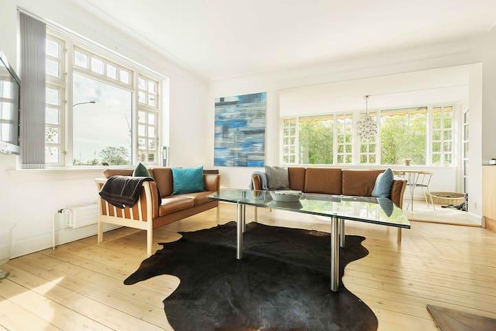 Lækkert hus, et stenkast fra stranden - Køge - Talo
