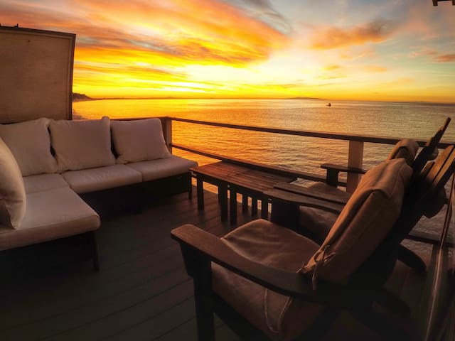 Suite 8 ~ Oceanfront Malibu Beach - Malibu - Appartement