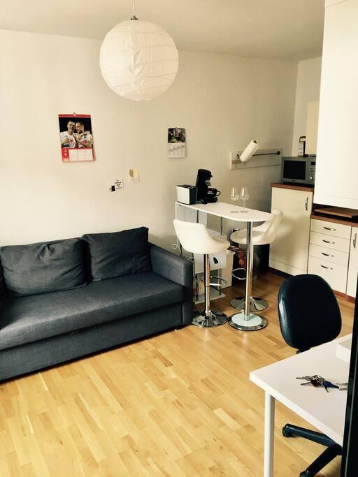 gem tliche 1 zimmer wohnung im herzen von aachen appartements louer aix la chapelle. Black Bedroom Furniture Sets. Home Design Ideas