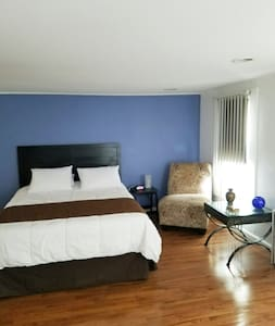 Spacious studio, very convenient location!! - West New York