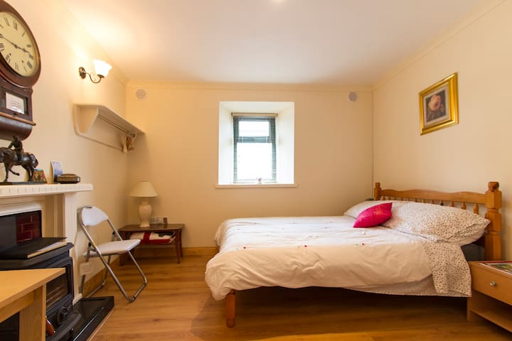 Castlebar Town Centre/Double en-suite bedroom