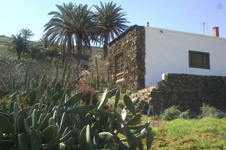 Casa entera ENTREPALMERAS  - Haría - House