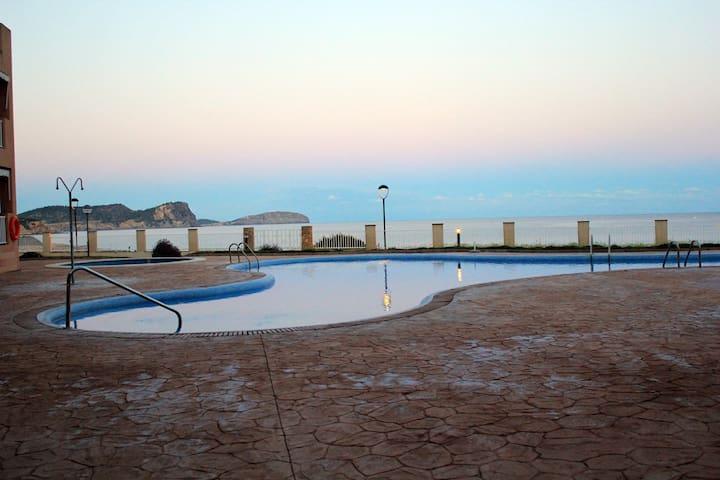 Frontline Apart. + Pool full equipt - Es Canar