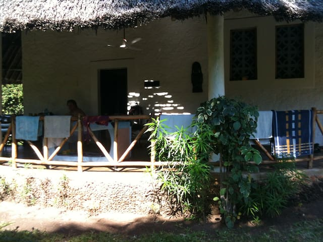 beautiful cottage near the beach - Galu Kinondo Beach - House