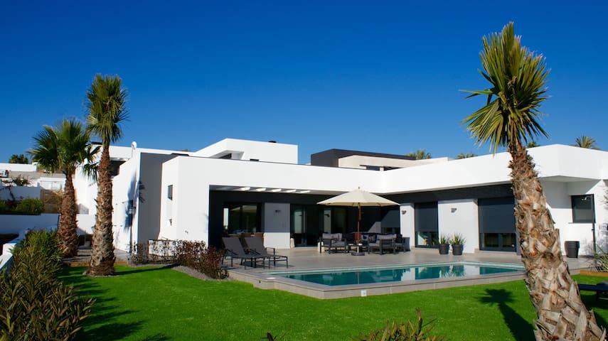 Tastfully furnished brand new villa!! - Teulada - Villa