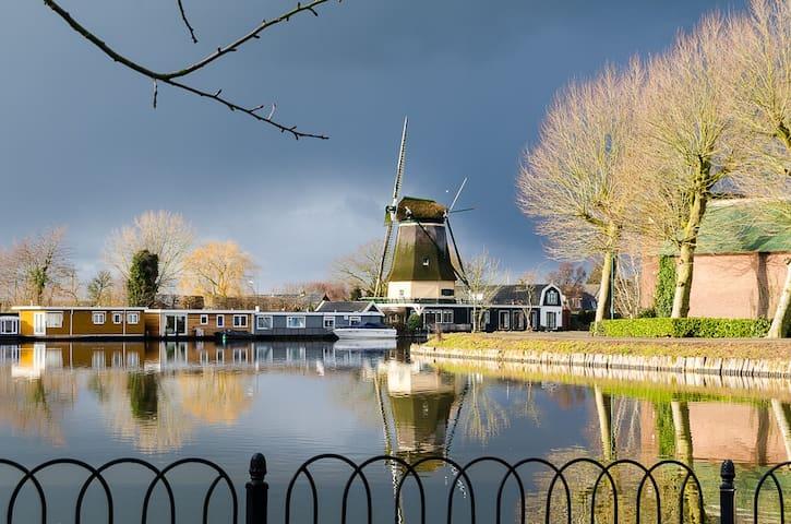 Romantic Cabin at riverside close to Amsterdam - Vreeland - House