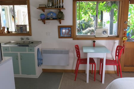 Quirky  studio flat in Sandy Bay - Sandy Bay