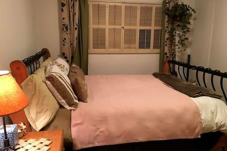 Comfortable room in sunny SoCal - La Mesa