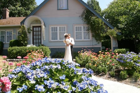 Boxwood Cottage and Boxwood Suite - Powell River