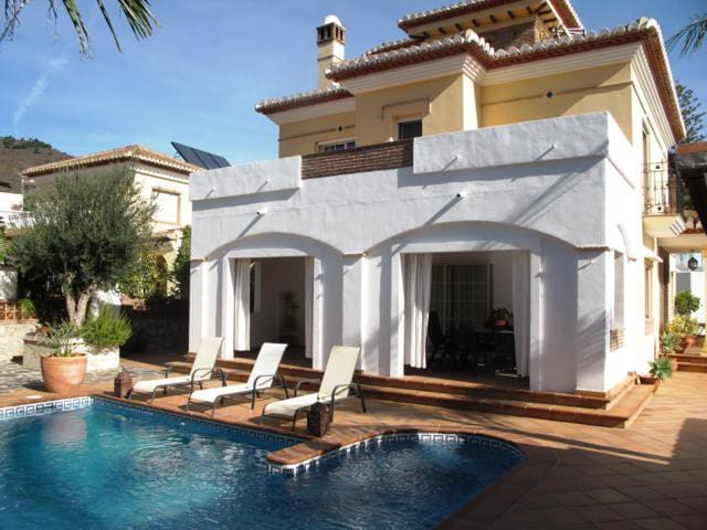 Charm villa close to the beach - Almuñécar - House