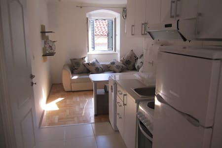 Modern Clean and Charming Studio in the Old Town - Herceg Novi - Huoneisto