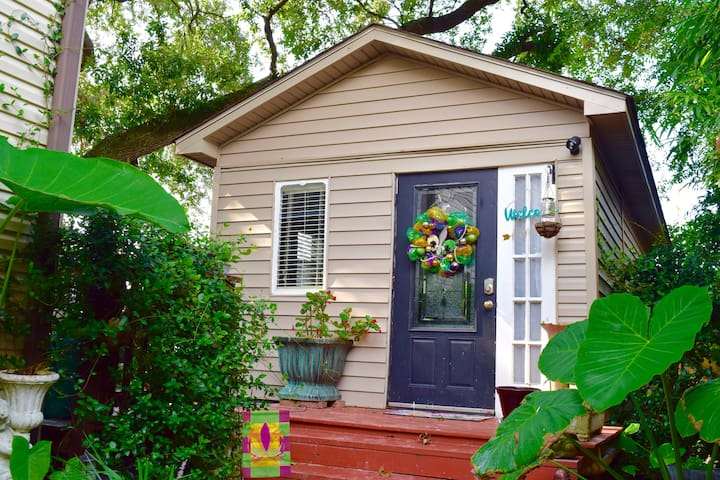 NOLA Tiny House - your Lakeview getaway!