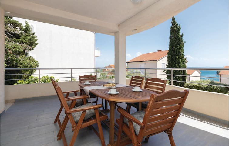 Holiday apartment with 2 bedrooms on 54m² in Preko