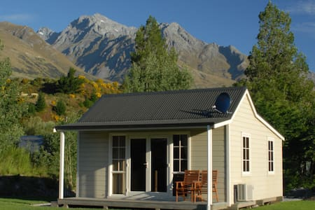 Charming  Glenorchy Cottage