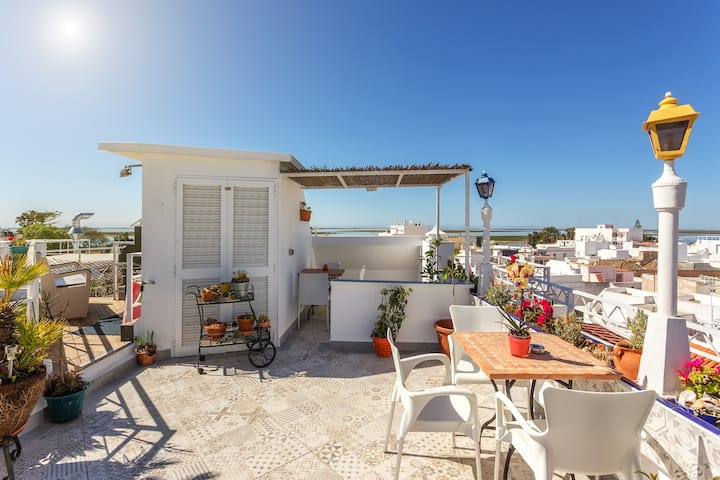 The Algarve Floor, with an amazing roof terrace!