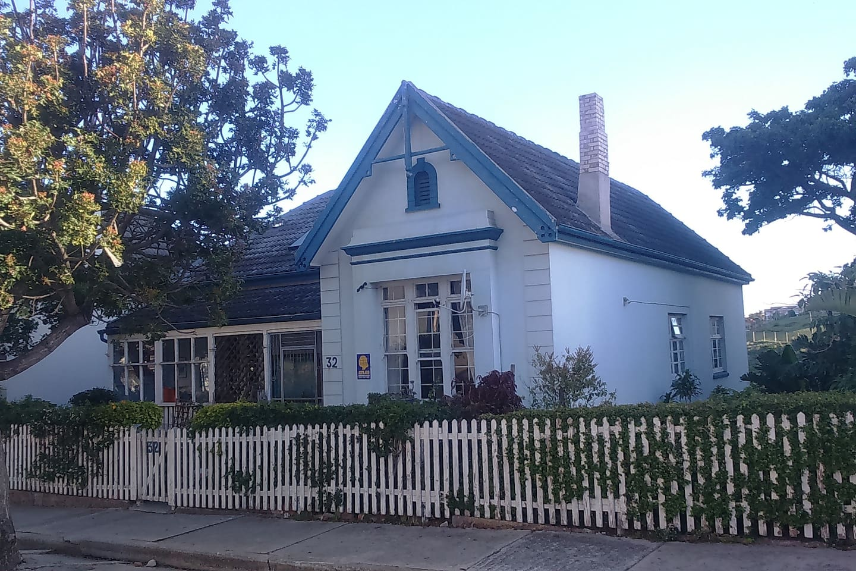 Main entrance: 32 Cuyler Crescent