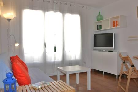 ALEGRE A 1 MINUTO DE LA PLAYA  - Cadaqués - Apartment
