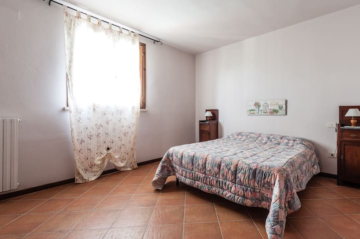 3 rooms apt on the hill with pool - Stibbio - Apartamento