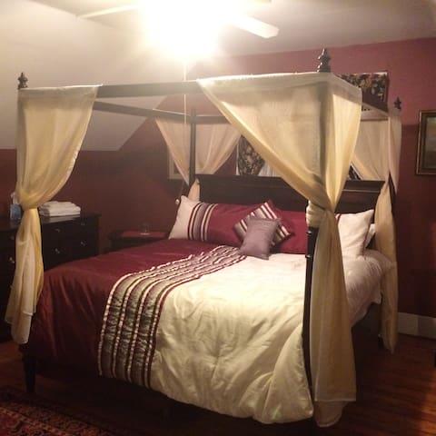 Queens Room - Providence - Bed & Breakfast
