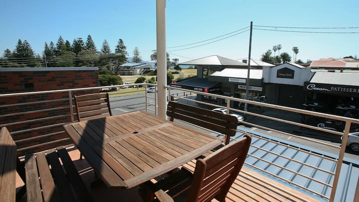 The Beach Pad, 1/2 Wallaga St