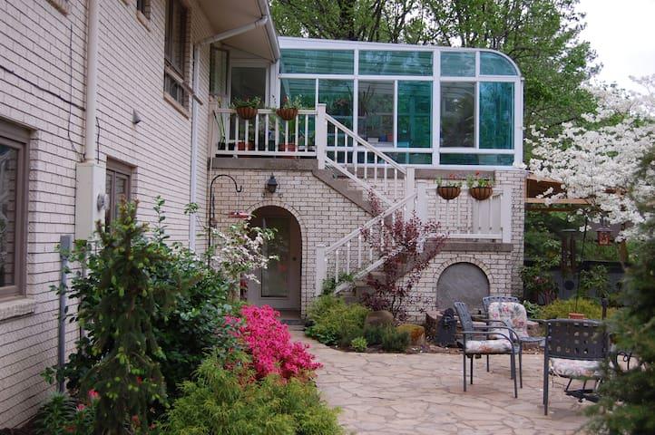 Efficency apartment - Evansville - Apartment