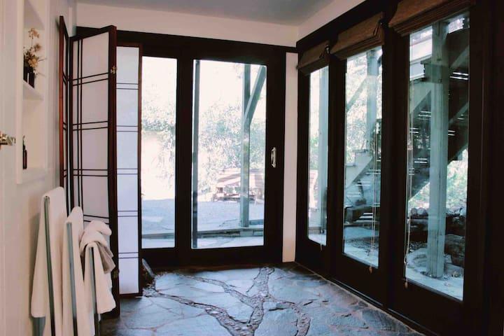 San Jacinto Suite at The Jameson Lodge