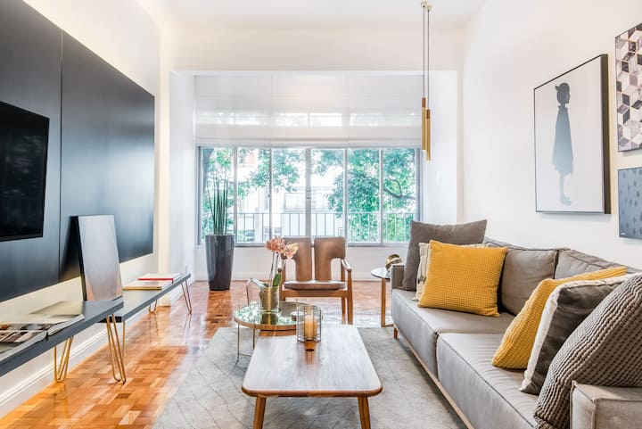 Expansive Apartment just 3 Minutes from the Beach