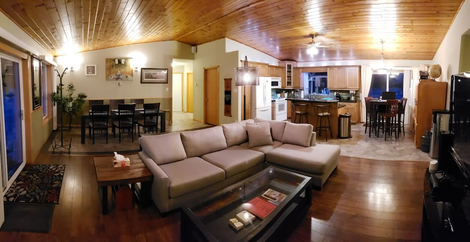 SuperCozy Ranch House on Acreage❤6mins to Red Deer
