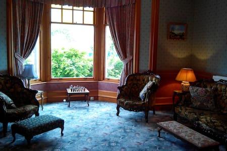 Prestigious 5BD Victorian house. - Casa