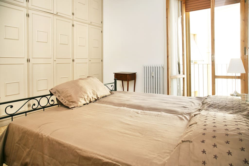 camera con letto matrimoniale e bagno annesso - double bedroom with attached bathroom (towels and sheets included)
