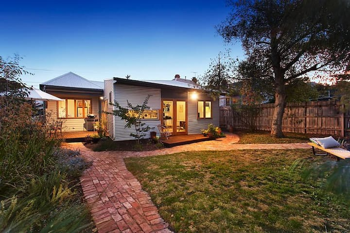 Beautiful, family-friendly, urban sanctuary - Northcote - Huis