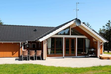 Lujosa casa de vacaciones con jacuzzi en Ulfborg